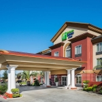 Holiday Inn Express & Suites Yosemite Pk Chowchilla front of building exterior
